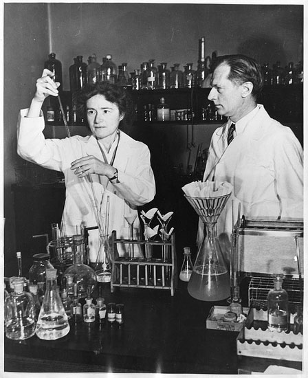 """carl and gerta cori in the lab"""