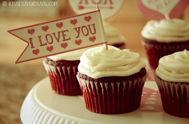 Free Valentine's Day Straw & Cupcake Flags