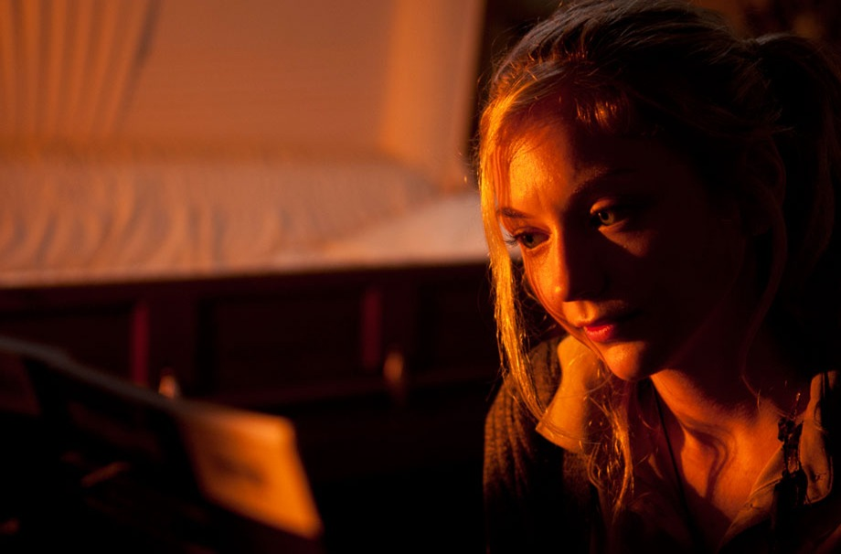 TWD_season-4-episode-13_beth-at-piano