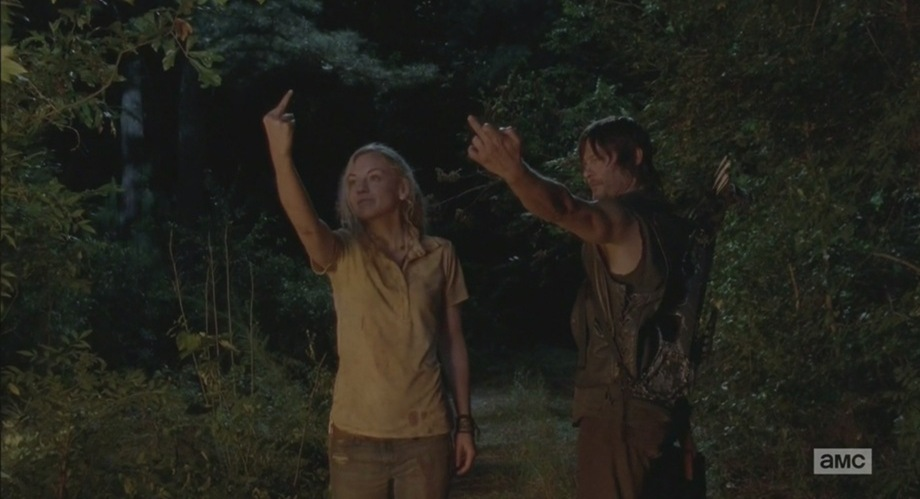 The-Walking-Dead-Still-Beth-and-Daryl-middle-finger
